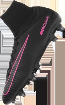 Jetzt im Nike Pitch Dark Pack: